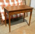 Tavolino abete e larice con cassetto su fascia (100x50x78h)